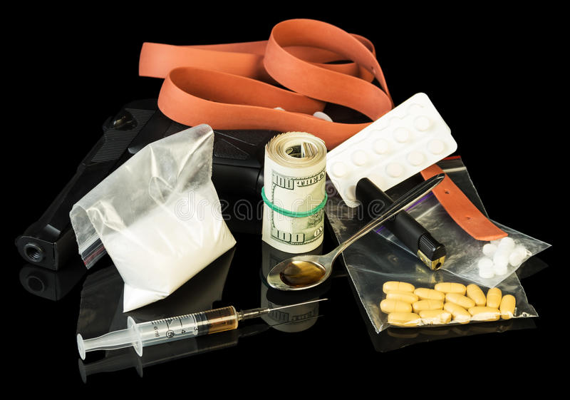 Seringue et héroïne de drogue photo stock