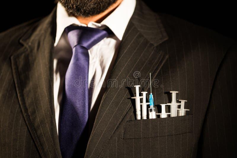 Seringues dans le suit& x27 ; poche de s image libre de droits