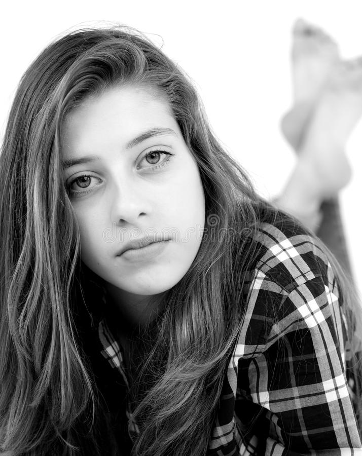 Serio modelo femenino joven rubio lindo imagen de archivo libre de regalías