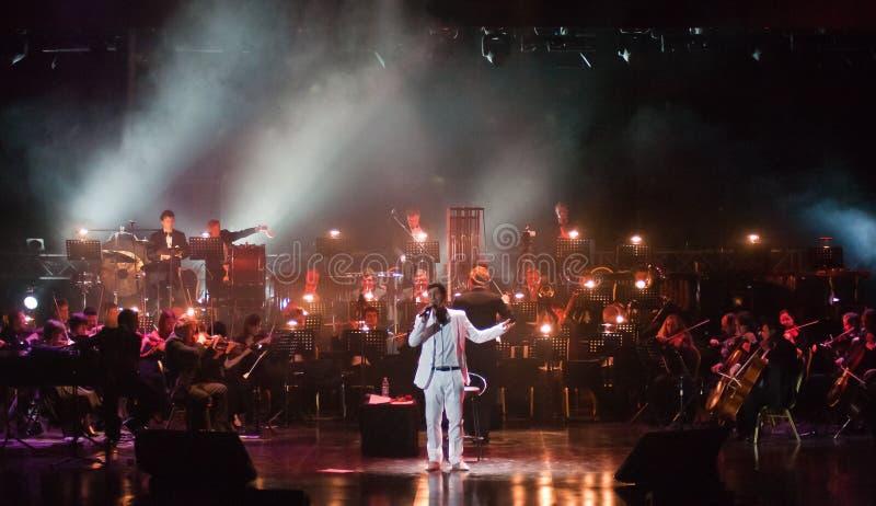Serj Tankian met symphonic orkest Globalis stock foto's