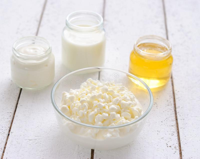 serowy chałupy śmietanki miodu mleka podśmietanie fotografia stock