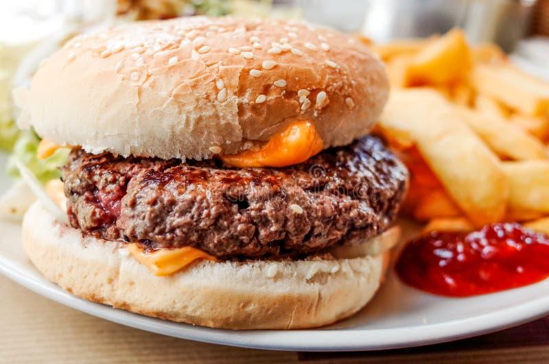 Serowy hamburger obraz royalty free