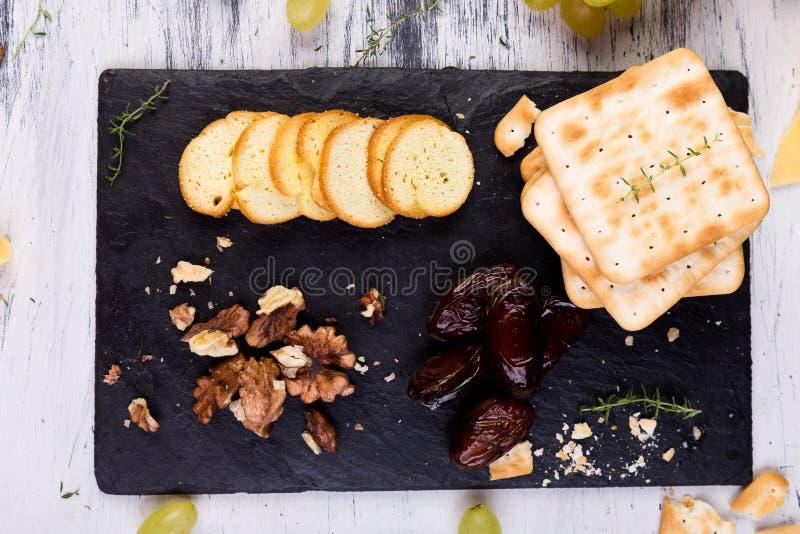 Serowy talerz Serowy talerz Asortyment ser obrazy royalty free