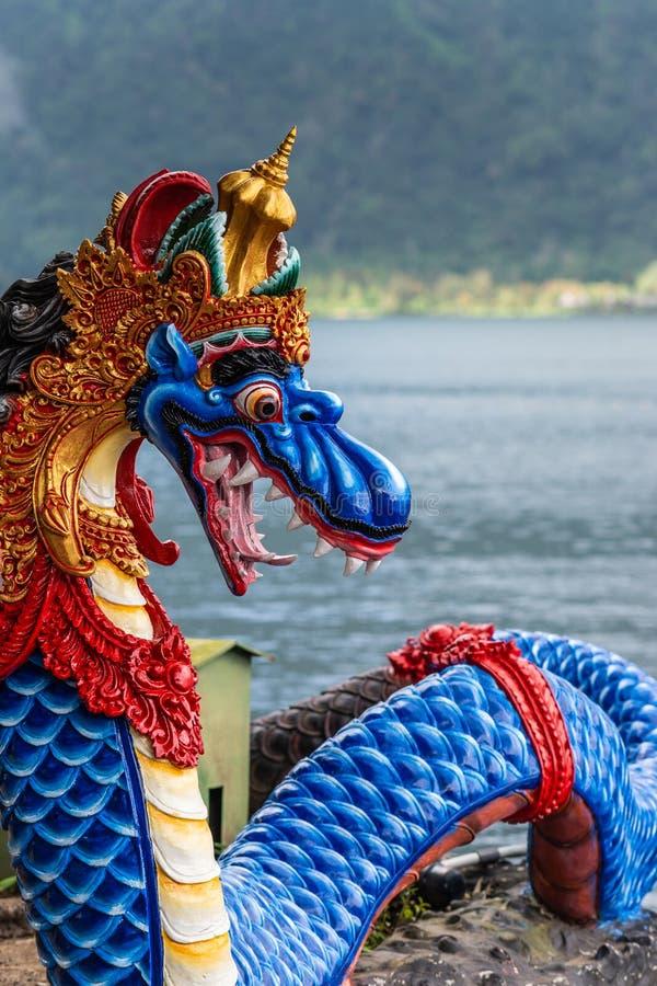 Serpent bleu au complexe de temple d'Ulun Danu Beratan, Bedoegoel, Bali Indon?sie photo libre de droits