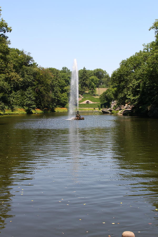 Serpent de fontaine en parc de Sofiyivsky Arborétum de jardin botanique dans Uman, Cherkasy Oblast, Ukraine photo libre de droits
