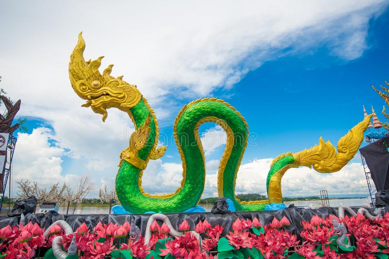 Serpent of Naga-standbeeld in Nongkhai Thailand stock foto's