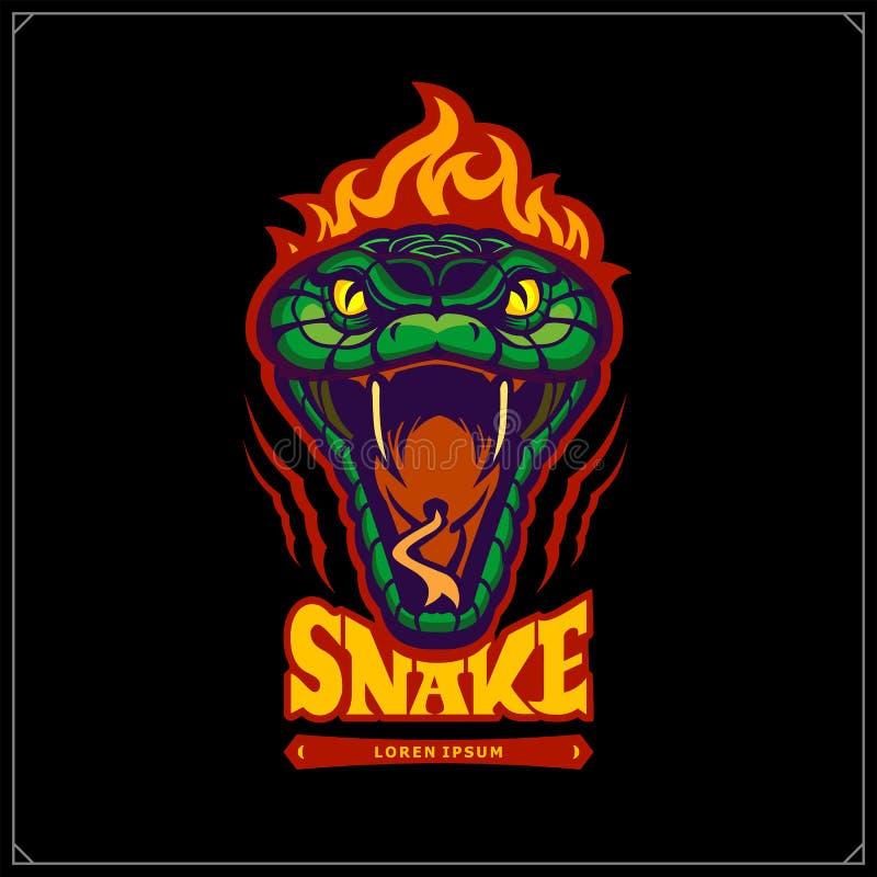Serpente aggressivo verde con la testa di combustione Emblema del serpente Tatuaggio Design Progettazione per la maglietta, il ma illustrazione vettoriale