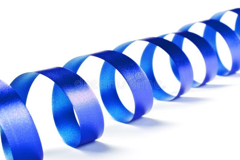 Serpentina de la cinta azul imagenes de archivo