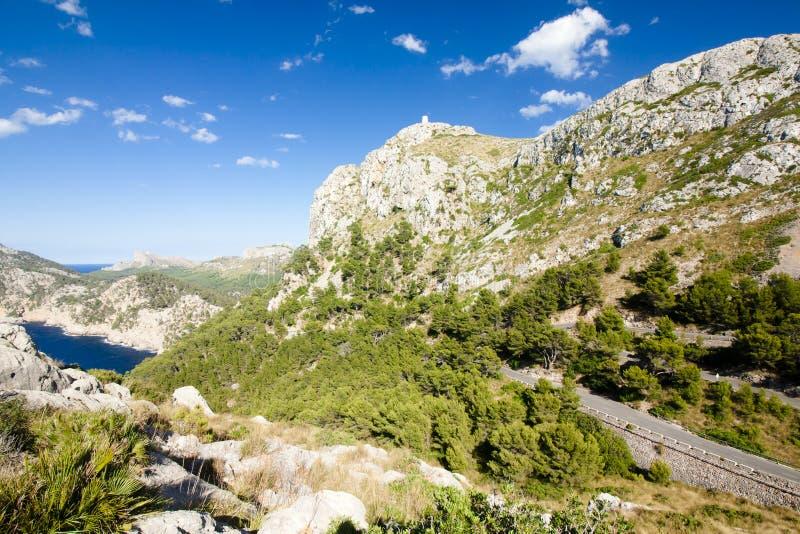 Serpentina de la montaña en Cap de Formentor - costa hermosa de Majorca, España - Europa fotos de archivo