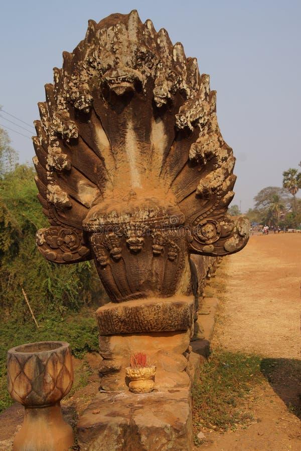 Serpiente del Naga en el puente de Angkor fotografía de archivo