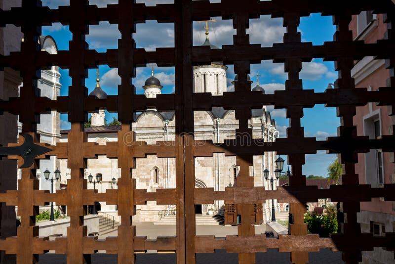 SERPUHOV ROSJA, SIERPIEŃ, - 2017: Vvedensky Vladychny klasztoru Vvedenskiy Vladychnyi monastyr w Serpukhov obraz royalty free