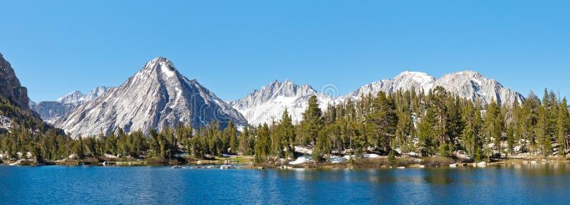 Serra alta panorama alpino do lago fotos de stock