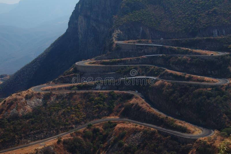 Serra da Leba-weg van Lubango, Angola wordt gezien dat stock foto
