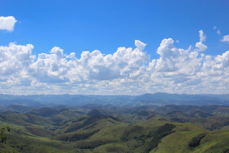 Serra da Mantiqueira & x28; pasmo mountains& x29; w mieście Conservatoria & x28; Rio De Janeiro †'Brazil& x29; obrazy stock