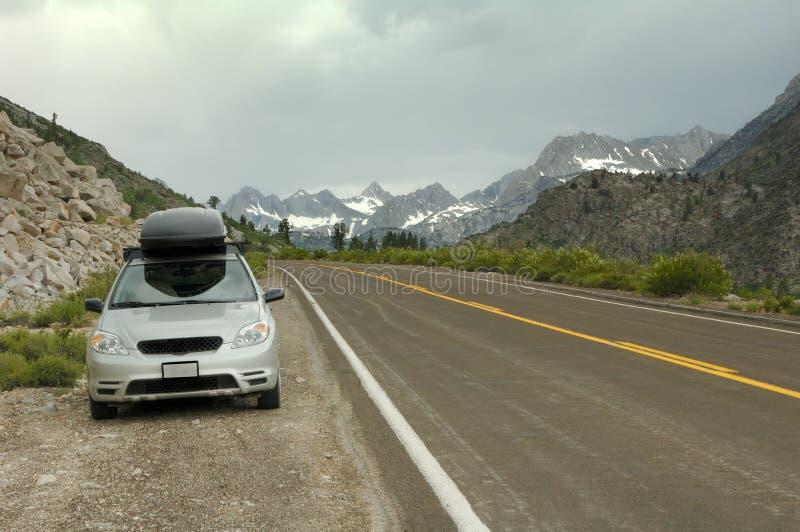 Serra oriental montanhas da borda da estrada de Nevada imagem de stock