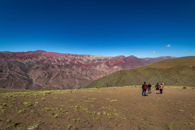 Serrania de Hornocal, den fjorton färgkullen på Quebrada de Humahuaca - Humahuaca, Jujuy, Argentina arkivbilder
