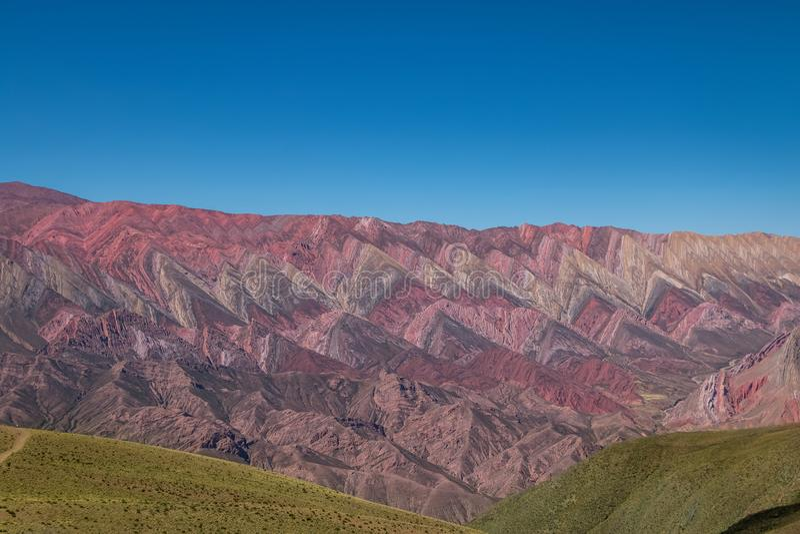 Serrania de Hornocal, der vierzehn Farbhügel bei Quebrada de Humahuaca - Humahuaca, Jujuy, Argentinien lizenzfreies stockfoto