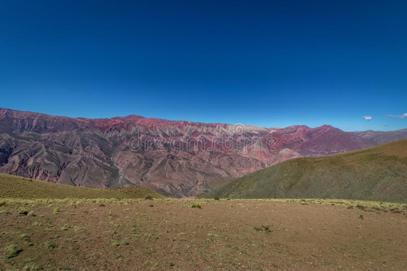 Serrania de Hornocal, les quatorze collines de couleurs chez Quebrada de Humahuaca - Humahuaca, Jujuy, Argentine photos stock