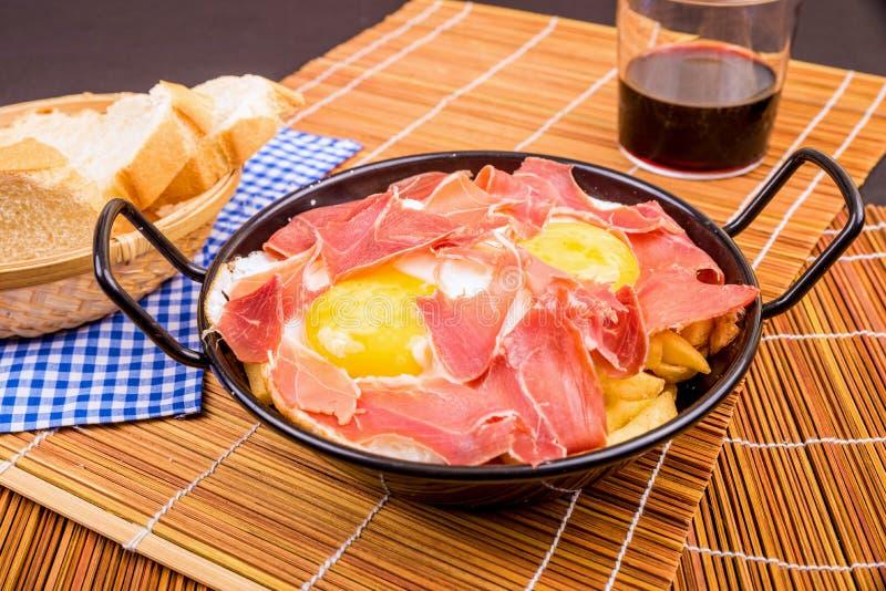 Serrano baleron z jajkami fotografia stock