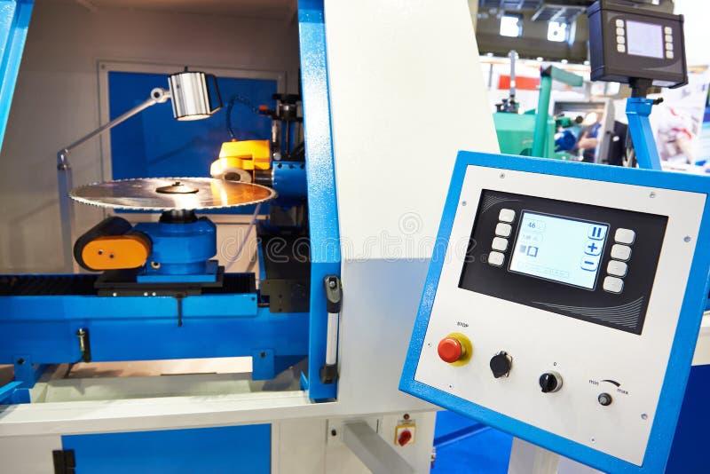 Serras circulares apontando automáticas da máquina do CNC fotos de stock royalty free