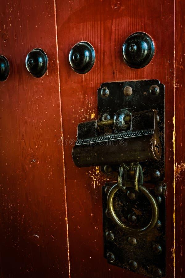 Serratura di porta e maniglia antiche - palazzo di Gyeongbokgung immagini stock libere da diritti