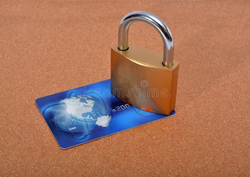 Serratura e carta di pagamento su fondo fotografia stock