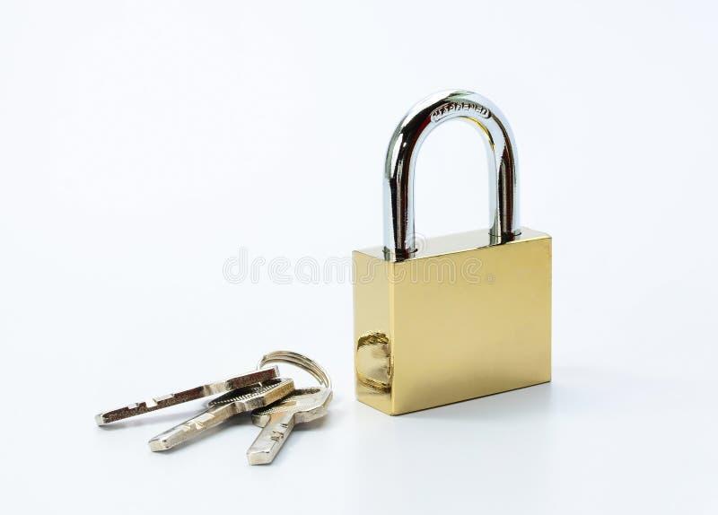 Serratura e chiavi isolate su fondo bianco fotografia stock libera da diritti