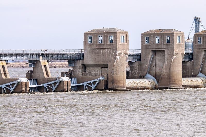 Serratura e diga del fiume Mississippi immagine stock