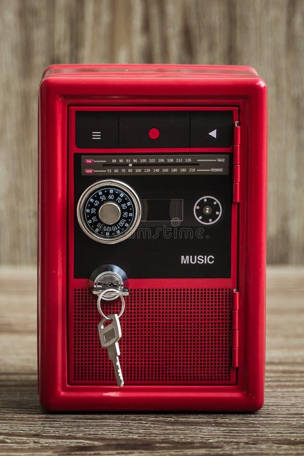 Serratura Toy Box Bank Safe del metallo con progettazione del giranastri immagini stock