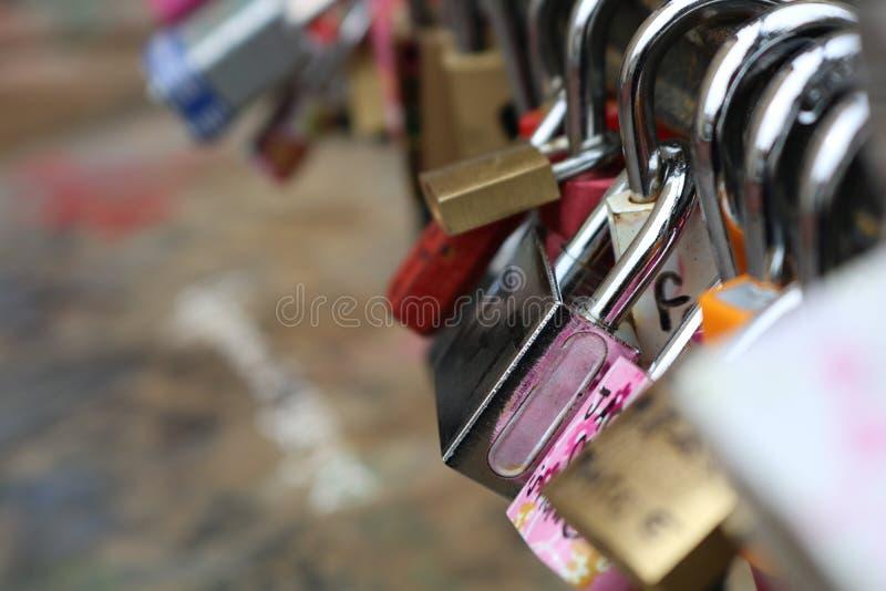 Serrature di amore in repubblica Ceca fotografie stock
