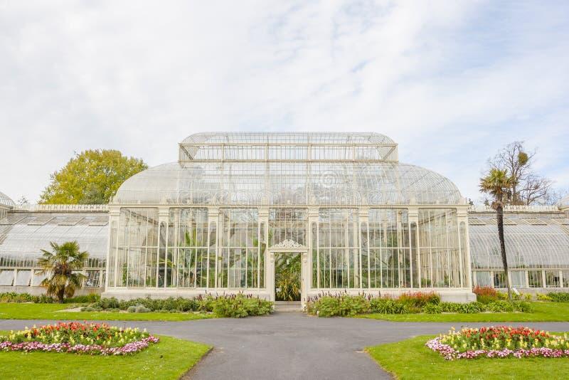 Serre chaude dans les jardins botaniques nationaux image libre de droits