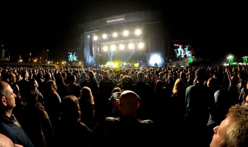 Serrez-vous au concert noir de bande de clés au festival 2015 de bruit de Primavera photos stock