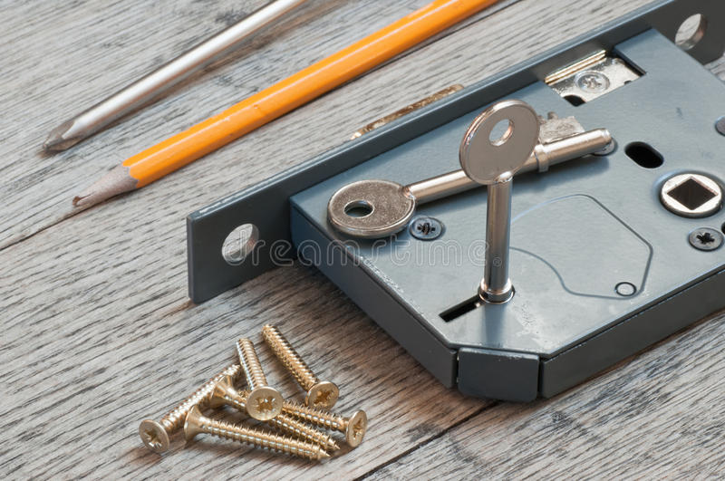 Serrure de ceinture à la maison prête à être adapté par un forgeron de serrure photo libre de droits