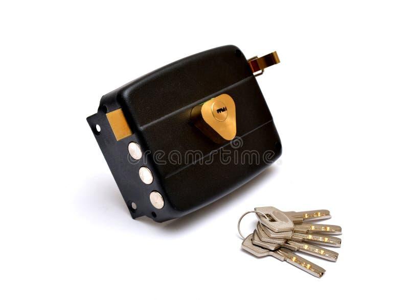 Serrure de porte avec des clés d'isolement sur la sécurité blanche photos libres de droits