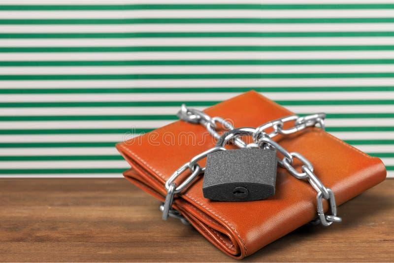 Serrure de portefeuille sur la table photo libre de droits