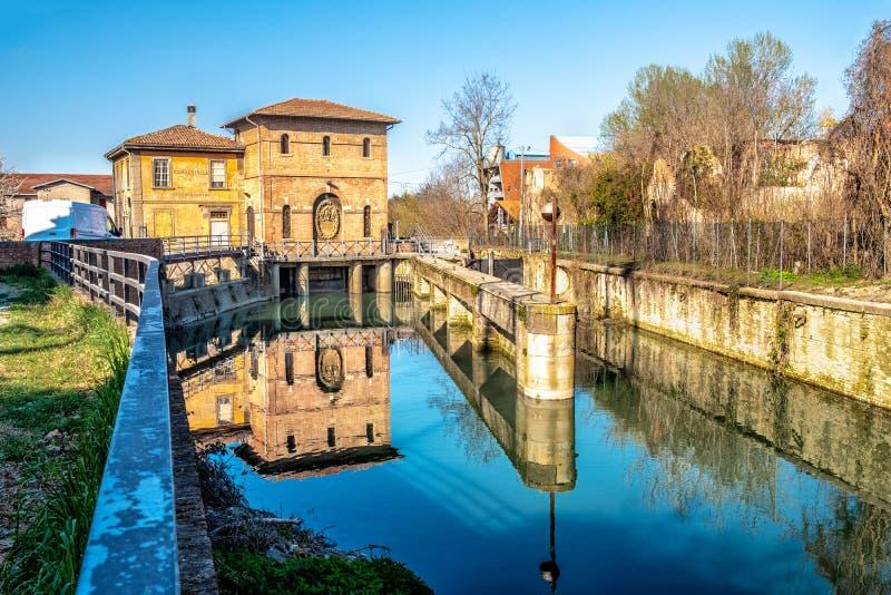 Serrure de rivière de canal de Battiferro Navile de Bologna - un site historique de la ville italienne images libres de droits