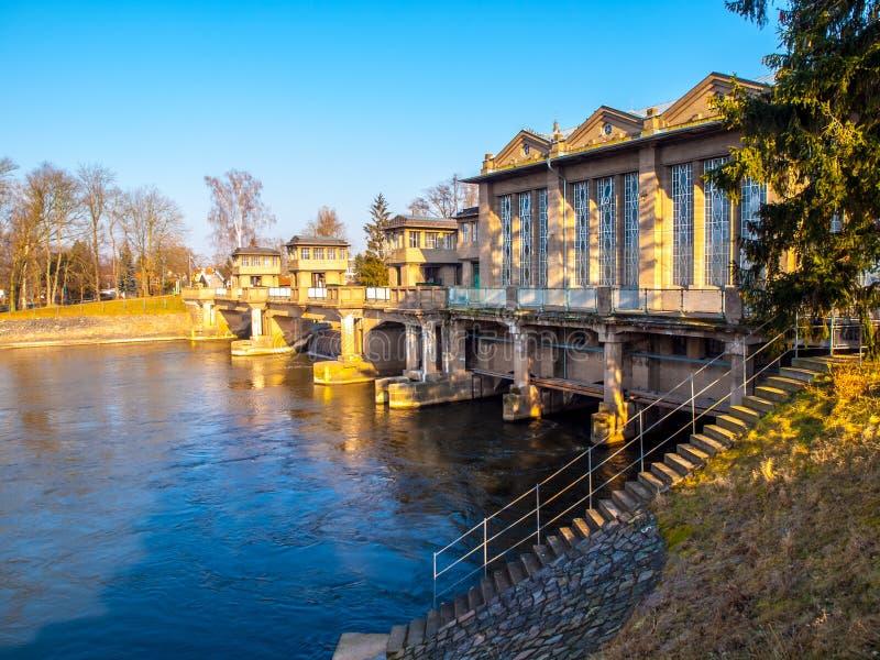 Serrure de rivière de Labe dans Podebrady, République Tchèque photographie stock