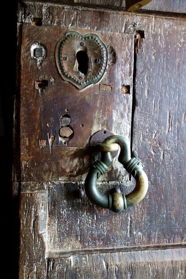 Serrure et poignée de porte bouddhistes antiques image stock