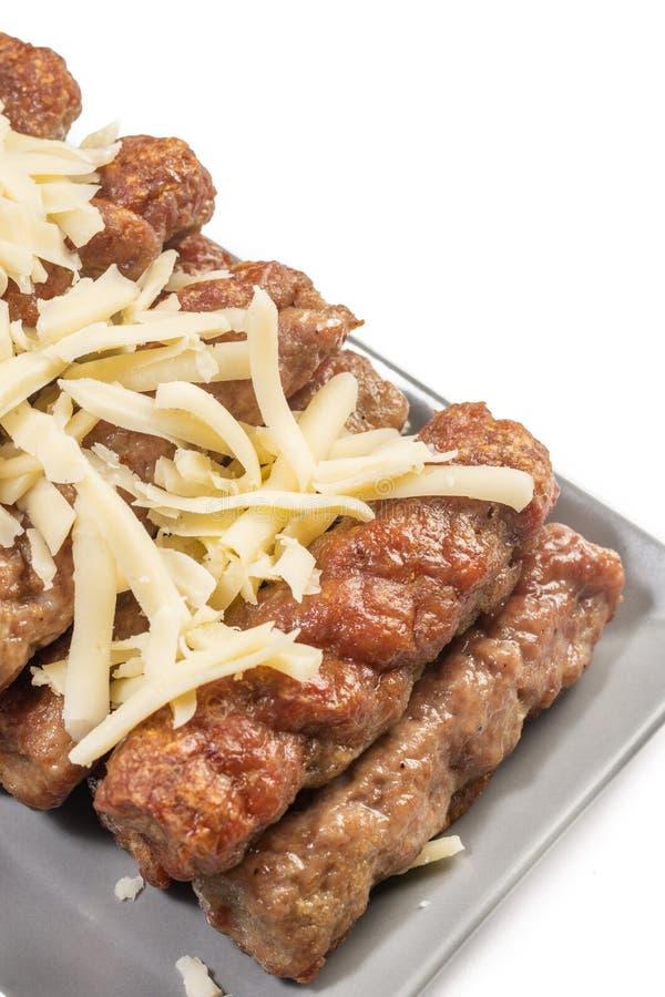 Served fritou no espeto no assado com queijo raspado imagem de stock royalty free