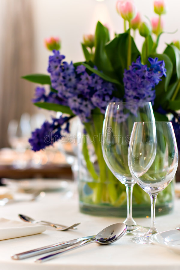 Free Served Table With Bouquet Royalty Free Stock Photography - 1630247