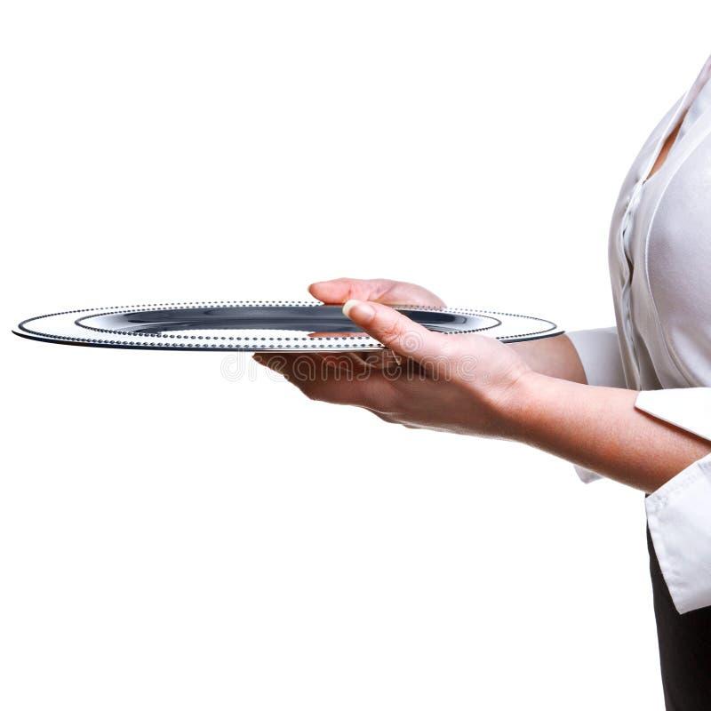 Serveerster die een zilveren dienblad houdt dat op wit wordt geïsoleerdy. stock foto