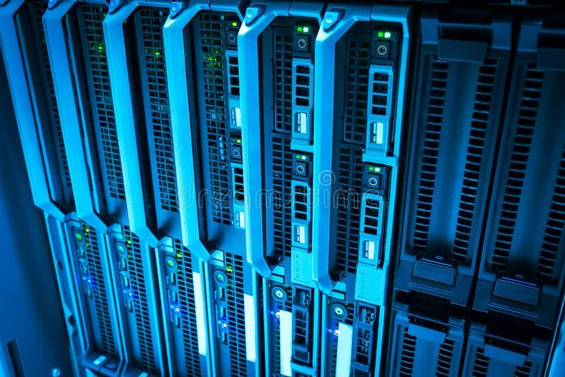 Server di stoccaggio nella stanza domestica della stanza di dati immagini stock