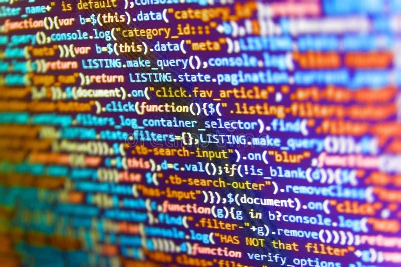 Server zeichnet Analyse auf Website HTML-Code auf dem Laptop-Anzeigen-Nahaufnahme-Foto Software-Quellcode stockbild