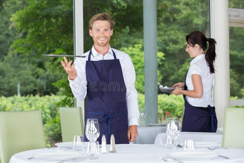 Serveror i restaurangen arkivbilder