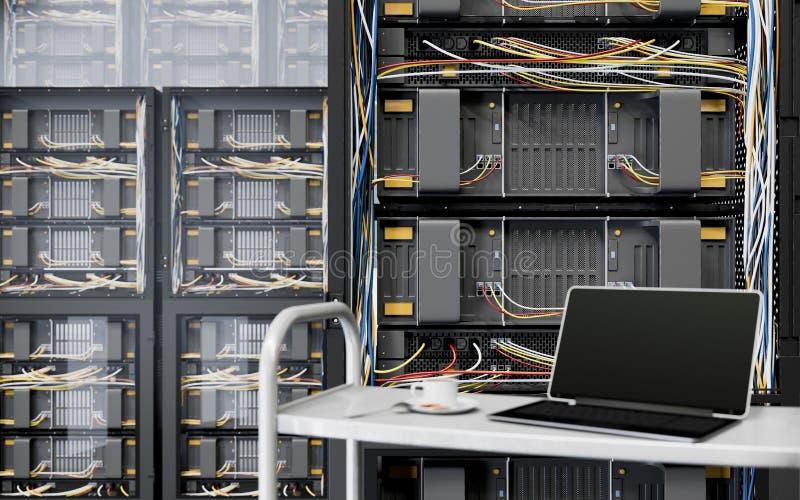 Serveror och maskinvara hyr rum med fotoet för closeupen för anteckningsbok- och kaffekoppdatateknik royaltyfri foto