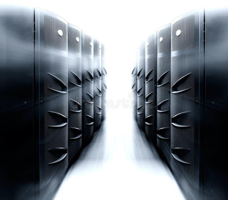 Serverruimte met modern centrale verwerkingseenheidsmateriaal in gegevenscentrum royalty-vrije stock foto