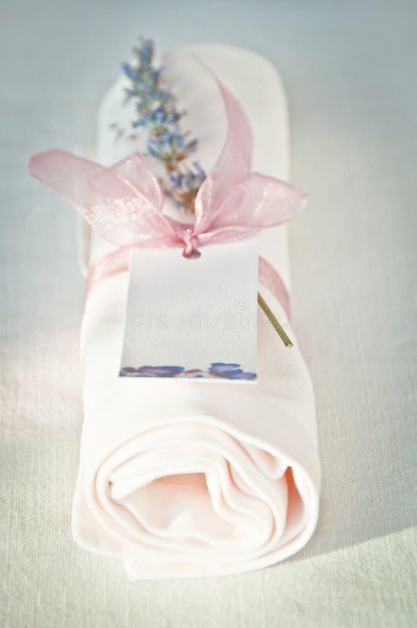 Servet met lavendel royalty-vrije stock fotografie