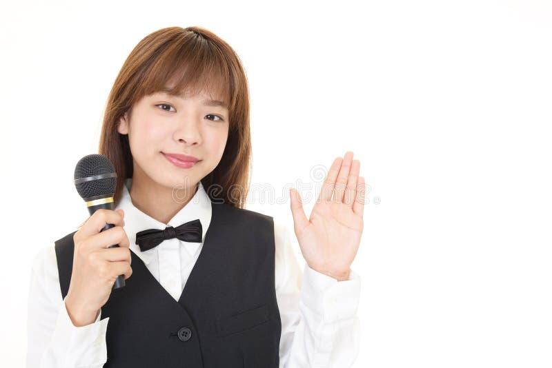 Serveuse asiatique de sourire photographie stock