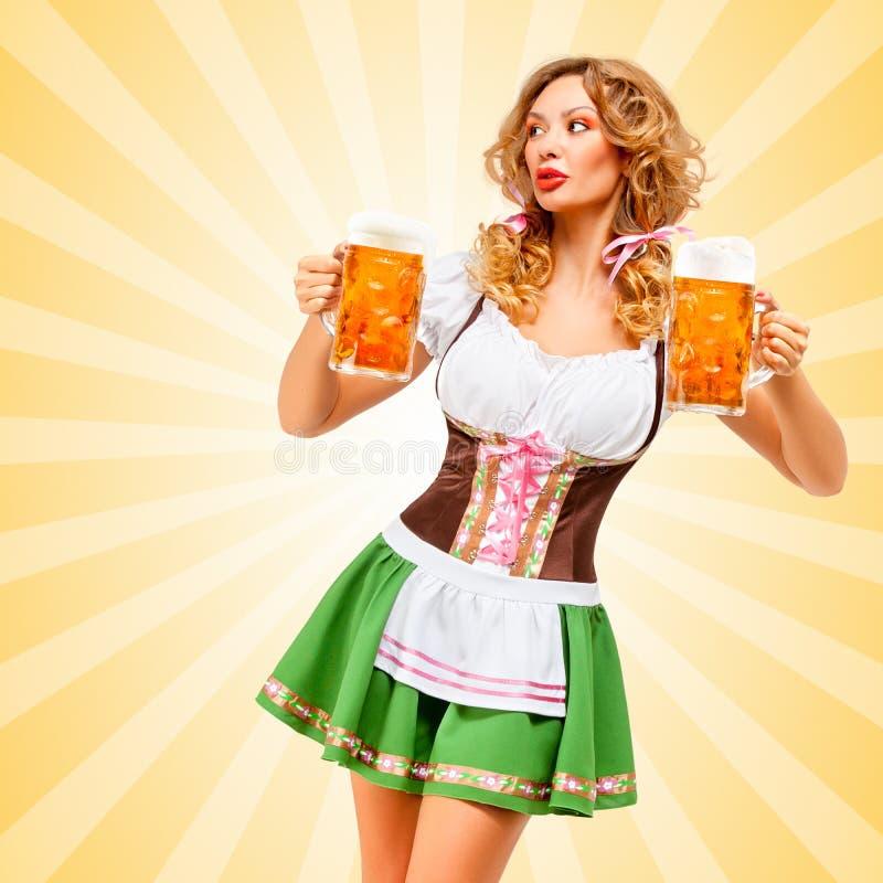 Serveuse d'Oktoberfest images libres de droits