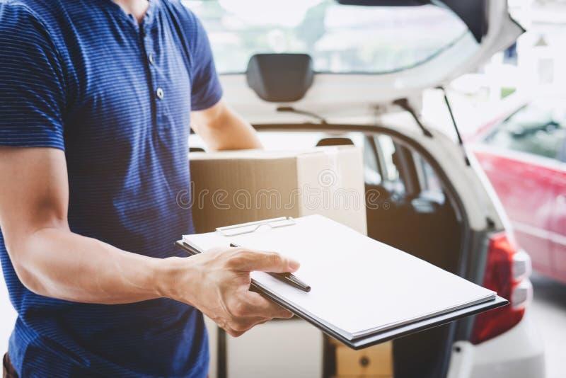 Serviço da entrega a domicílio e trabalho com mente do serviço, entregador imagem de stock royalty free